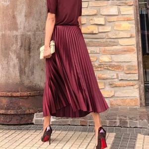 Like New! Zara pleated midi skirt